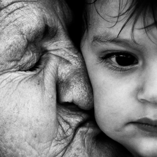 Arab nagymama az unokájával