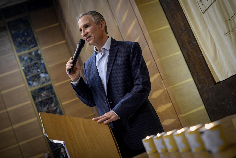 Feldman rabbi az Adopt a Saphta alapítvány Holokauszt napi megelmékezésén az Ichud Olam zsinagógájában.