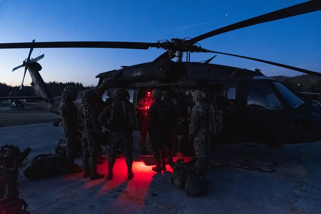 izraeli-katona-helikopter