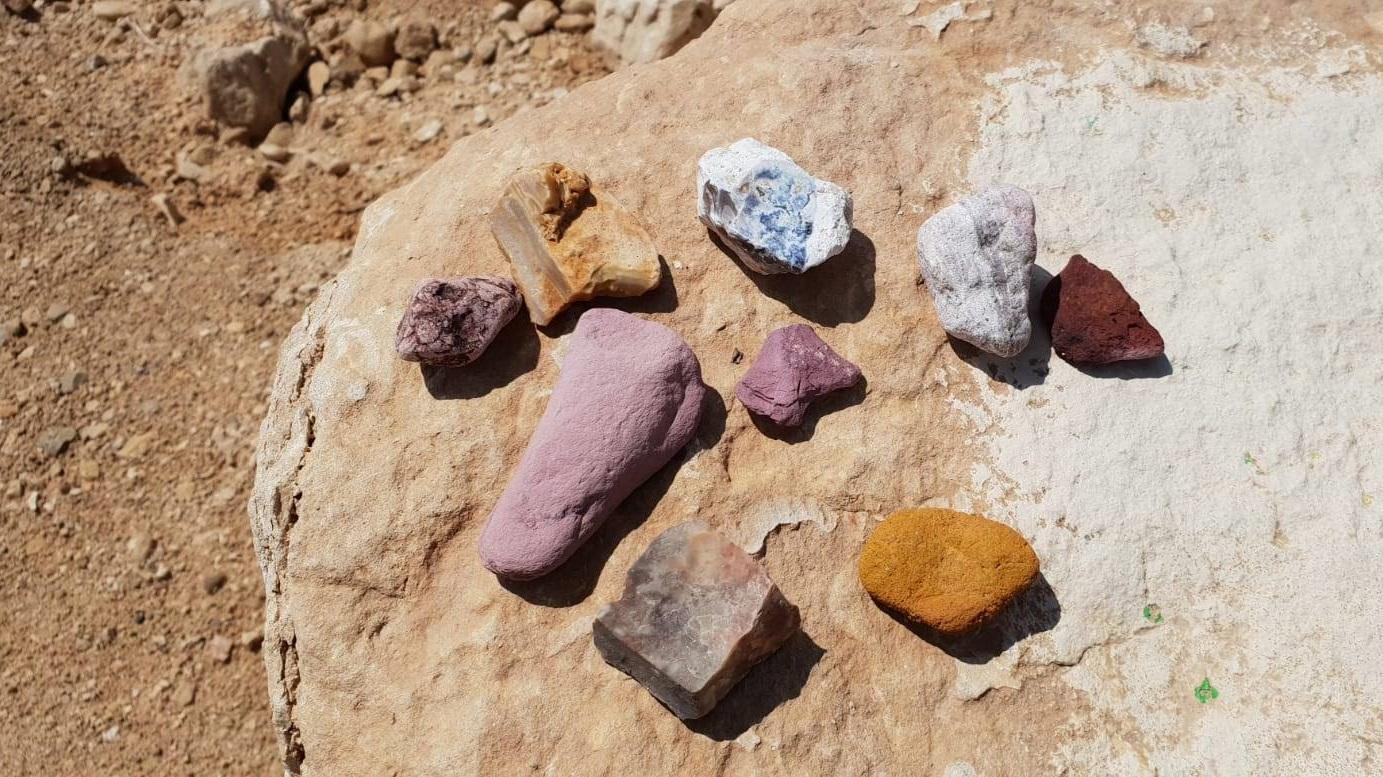 szines-izraeli-kovek-sivatag
