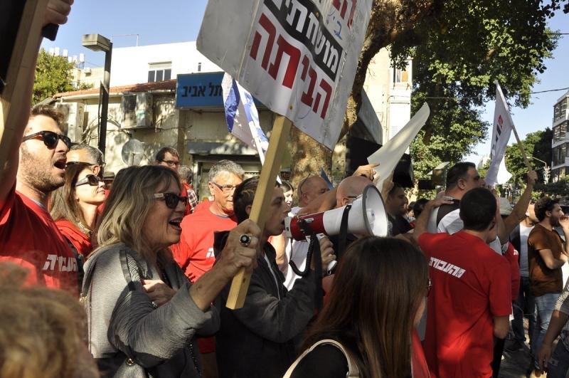 tuntetes-tel-avivban-netanjahu-ellen-mellett-8
