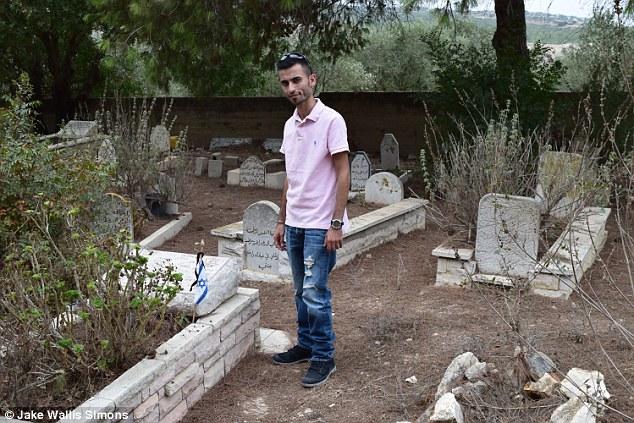 Beduin katonák sírjai közt