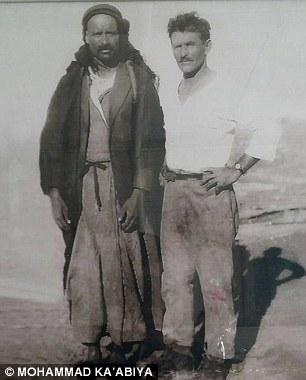 Rásid ál-Káábi (balra) és Alexander Zaid