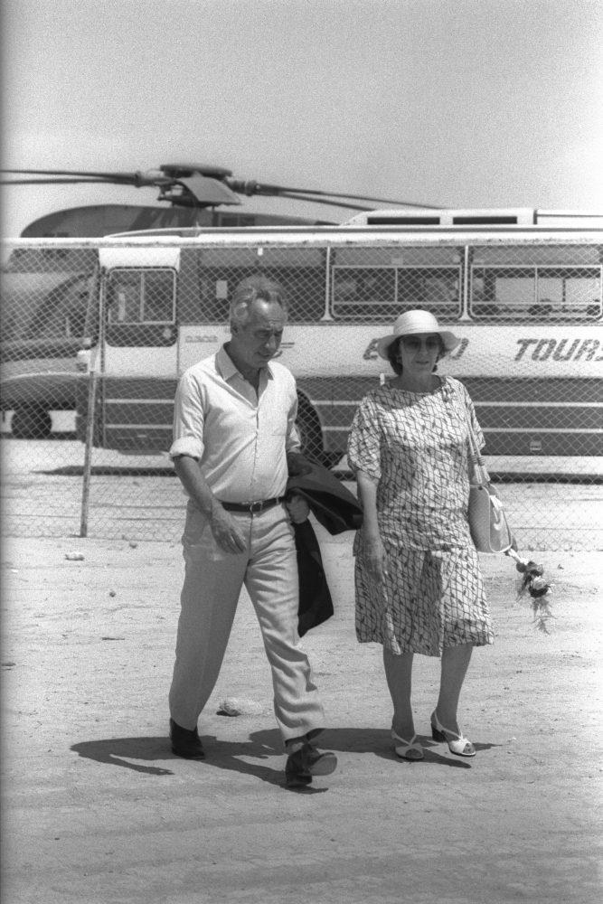 Egy ritka kép, feleségével Szonjával. fotó:HERMAN HANANIA Copyright © 2016 אוסף התצלומים הלאומי תנאים והגבלות