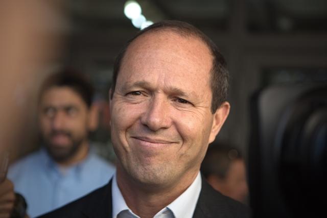 Nir Barkat polgármesterjelölt az izraeli helyhatósági választásokon 2013. október 22-én. - fotó: Menahem Kahana / AFP