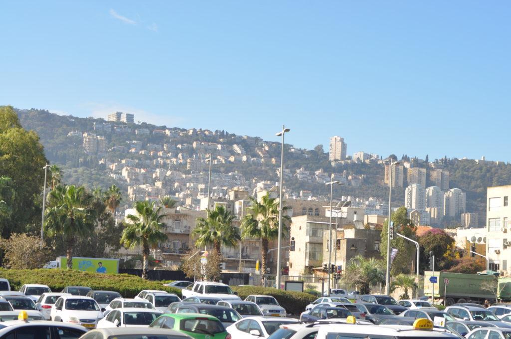 Haifa a kikötő felől