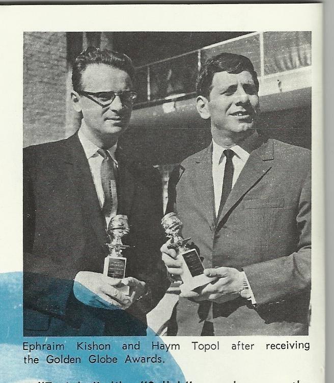 Efrájim Kishon és Hajim Topol az Arany Glóbusz díjjal - fotó: családi tulajdon