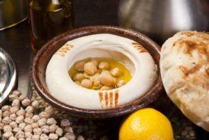 Hummusz saláta - fotó: Rus S / Shutterstock