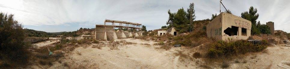 Kastel melleti kőfejtő elhagyatott épületei, fotó: Grünhut Éva