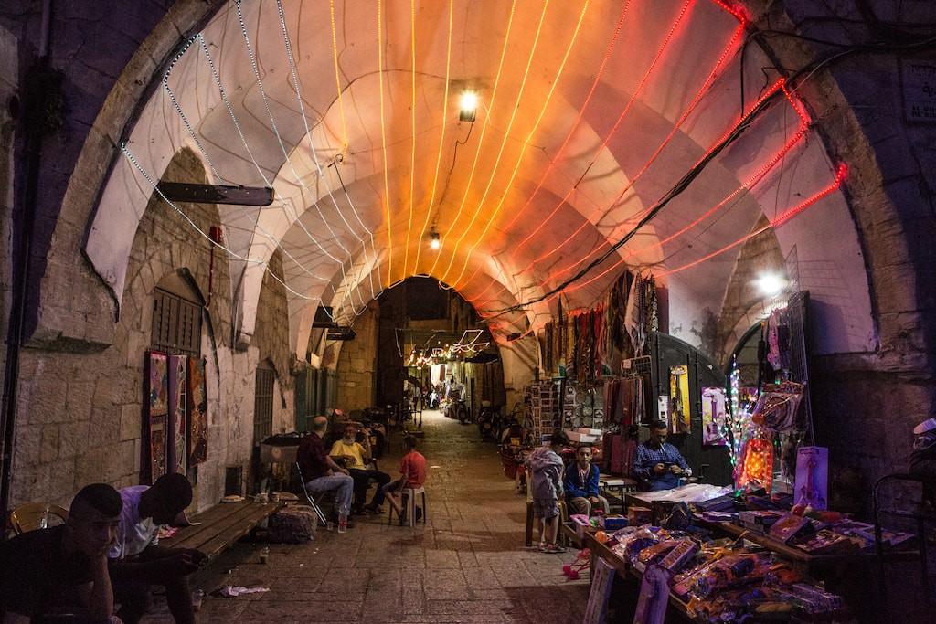 Ramadáni dekoráció Jeruzsálem óvárosában, a muzulmán negyedben - fotó: Gabi Berger