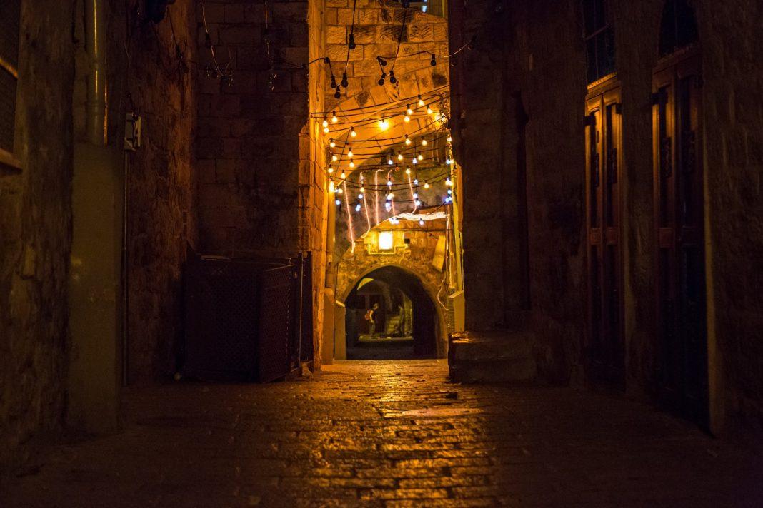 Ahogy felkapcsolják a ramadáni fényeket Jeruzsálem óvárosában, a muzulmán negyedben - fotó: Gabi Berger