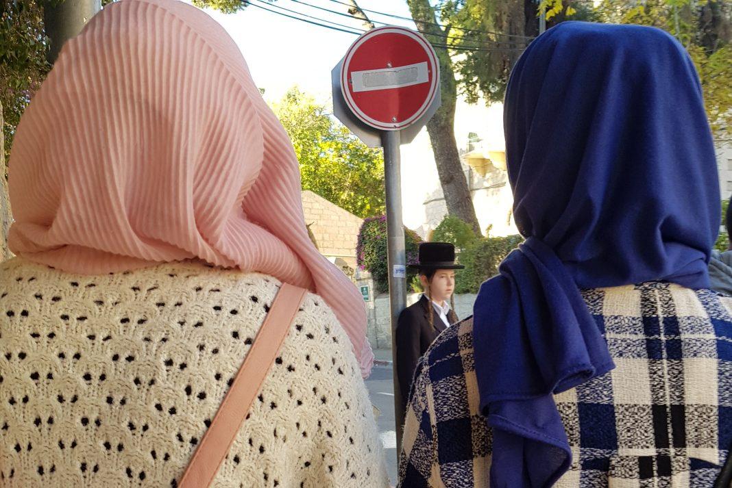 vallasos nok fejfedovel zsido muszlim muzulman