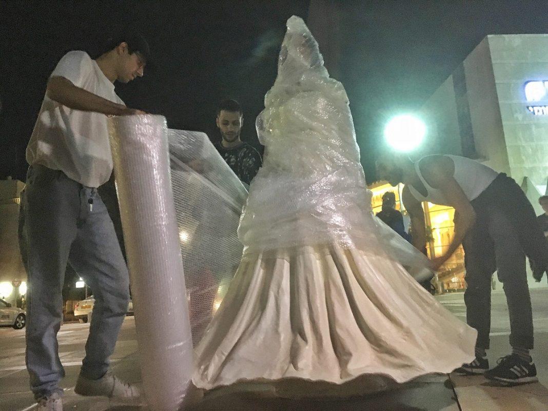 miri regev szobor 11