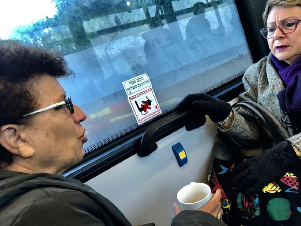 Reggeli kave a buszon - Tel Aviv sillo sandor