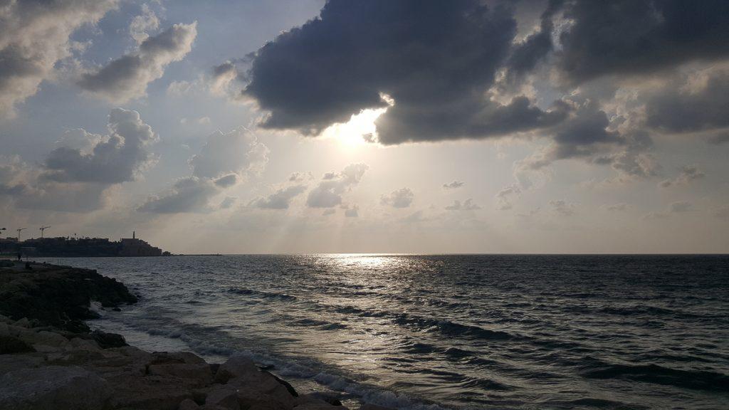 tel-avivi tengerpart molnar gabor