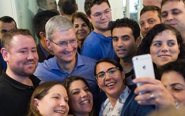 tim_cook_in_israel
