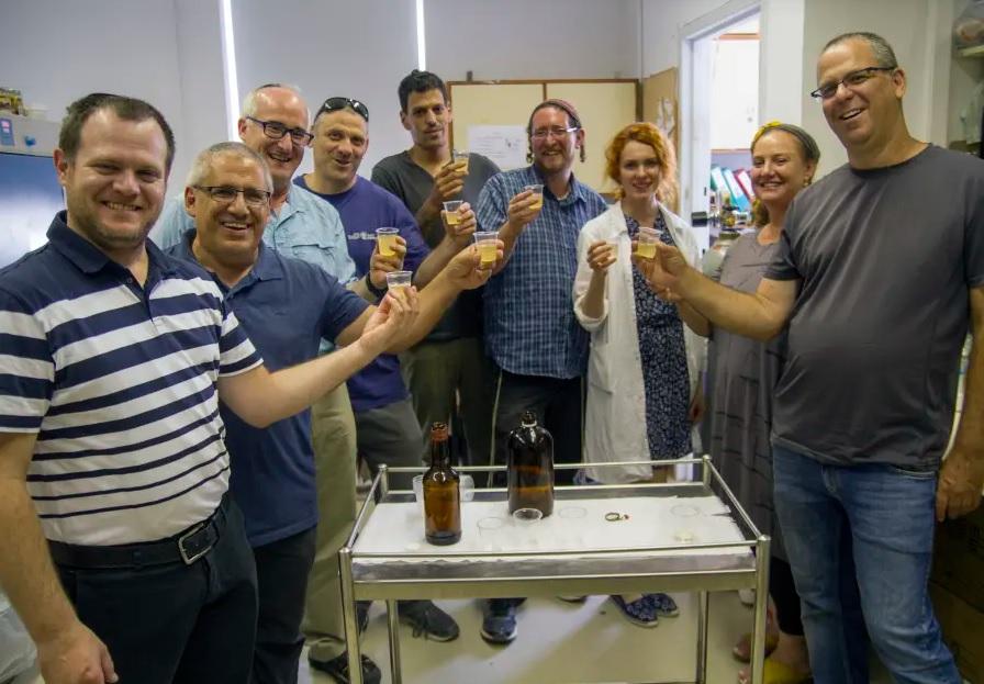 ókori sör emberek koccintás alkohol