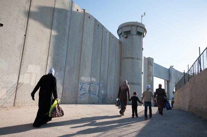 palesztin nok gyerekek elvalaszto fal ciszjordania