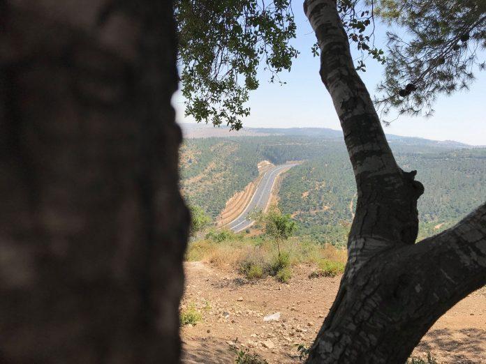 Az út Jeruzsálembe a szomszédos dombokról - fotó: a szerző