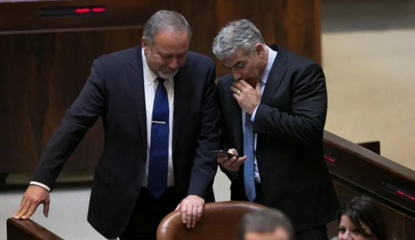 Töredékszavazat-megállapodást kötött a Kék-Fehér és Liberman » Izraelinfo
