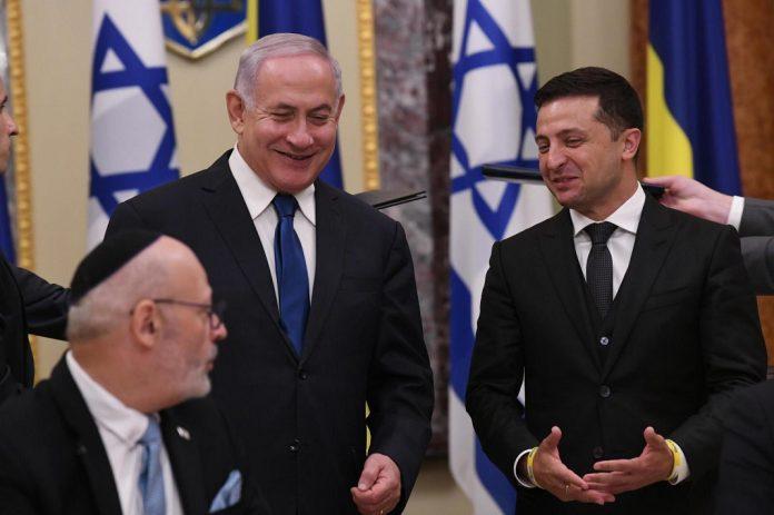 Benjamin Netanjahu Volodimir Zelenszkij ukrán elnökkel Kijevben - fotó: GPO
