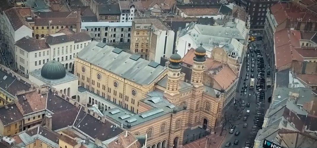 Légifelvétel Budapestről a Dohány utcai zsinagógával - fotó: képernyőkép / ynet