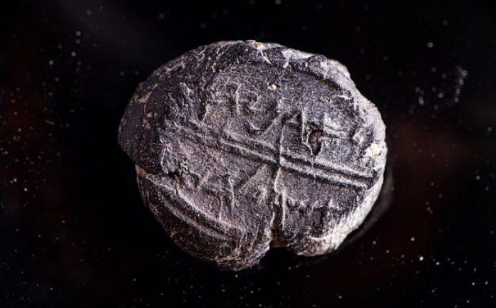 Bibliai héber nevet rejtő pecsétet találtak Jeruzsálemben