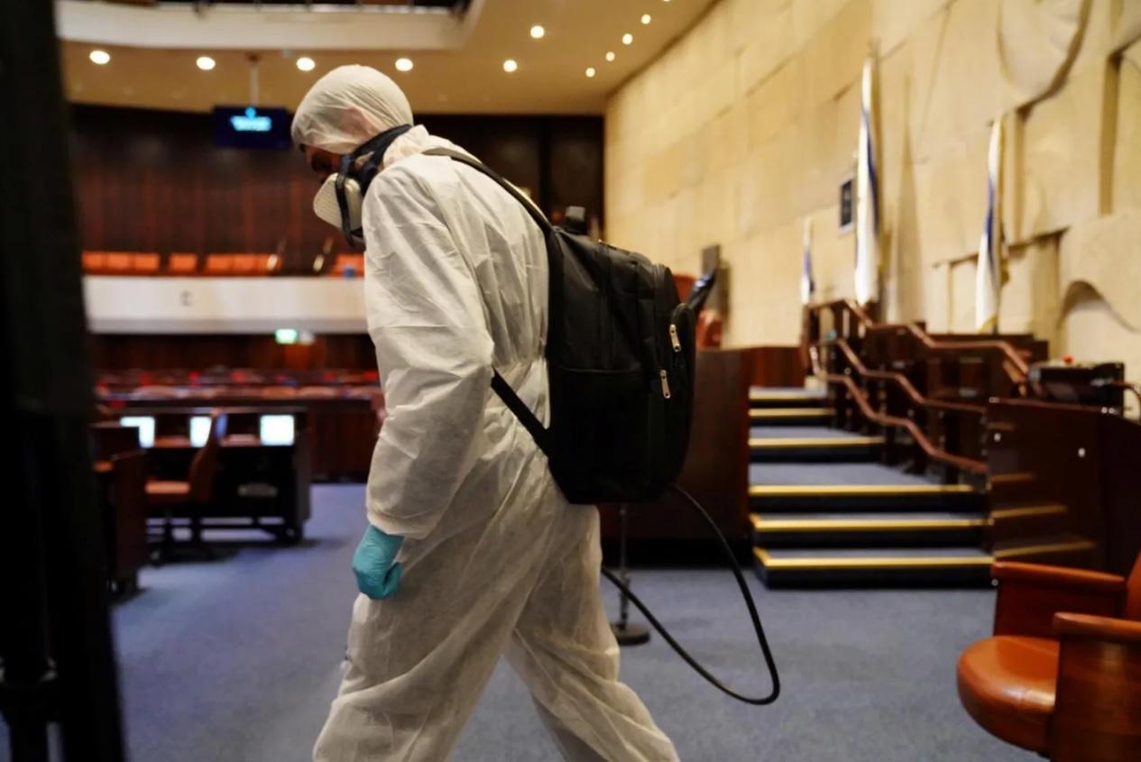 Elhalasztották a kneszet üléseit egy koronavírussal fertőzött képviselő miatt