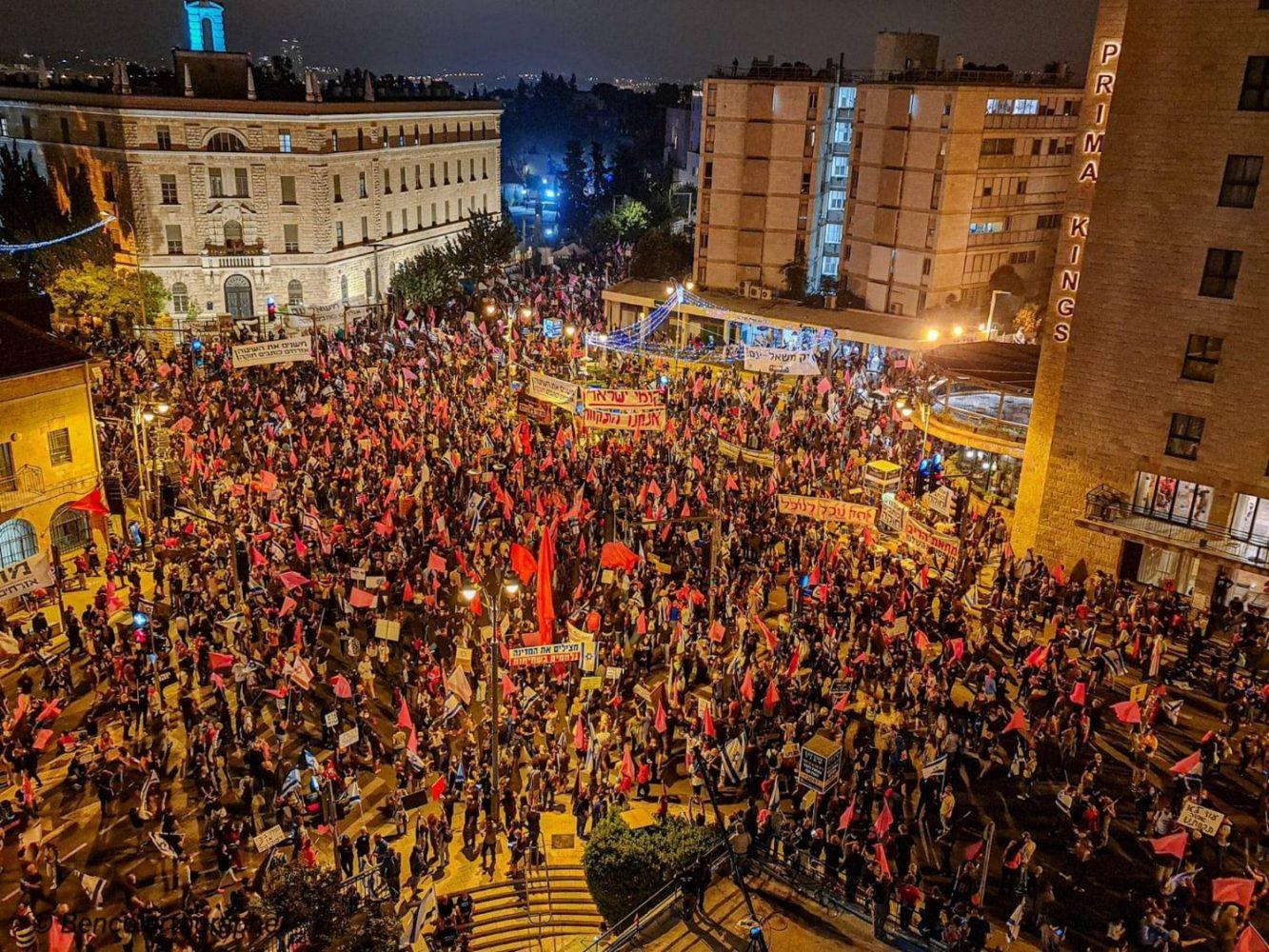 Tömegek tüntettek Netanjahu ellen • Az ultraortodoxok az araboknál házasodnak • Elhunyt Yehuda Barkan