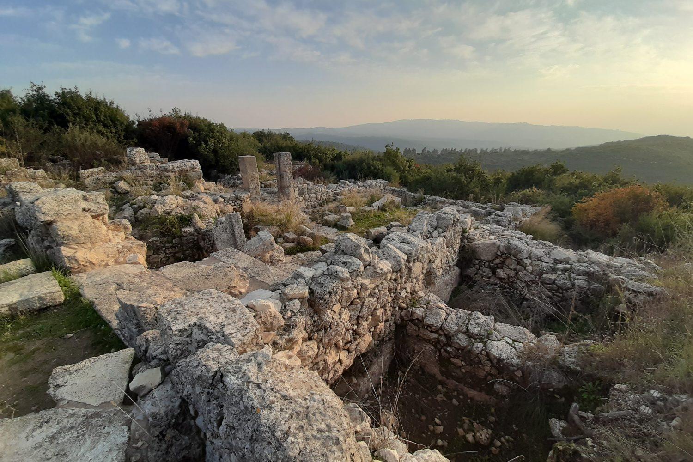 Ősi zsinagóga Horbat Shemában