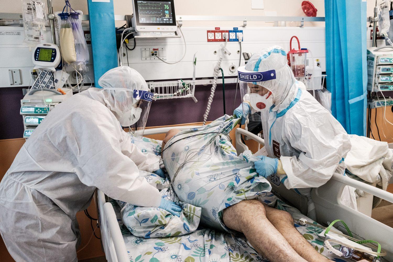 Már alig bírják a terhelést a kórházak Izraelben