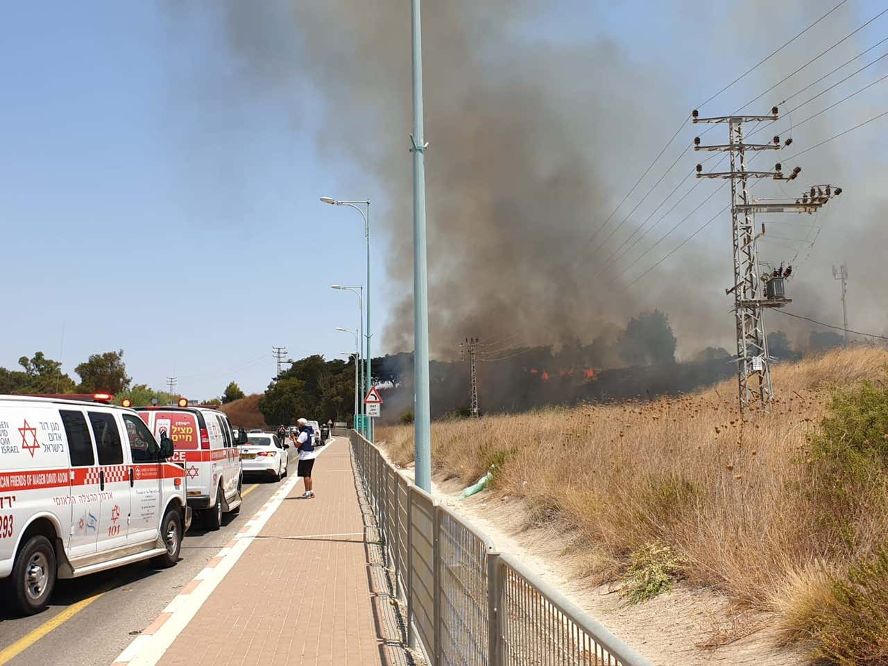 Libanonból három rakétát lőttek ki, kettő Izrael területén zuhant le; A hadsereg ágyútűzzel válaszolt