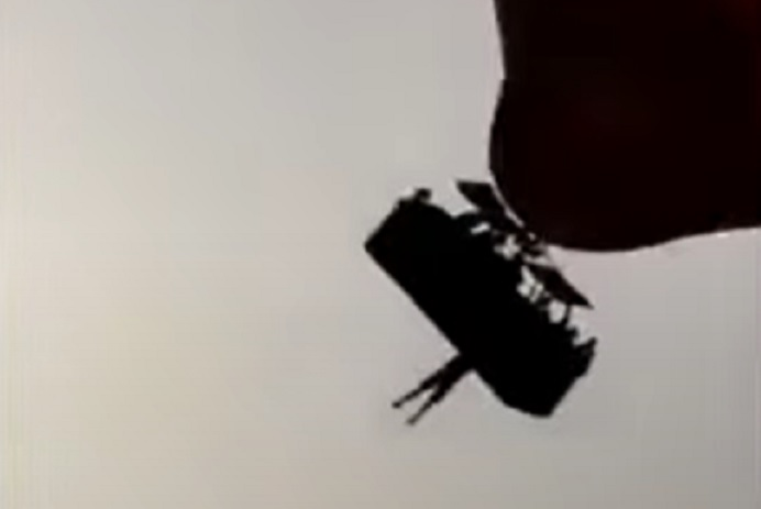 Lezuhant a hőlégballonból, és halálra gázolta egy autó